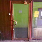 Původní dveře jedné z prodejen