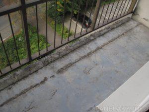 Odhalená výztuž podlahy na lodžii