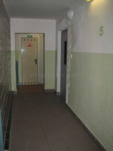 Malý výtah stojí ob patro