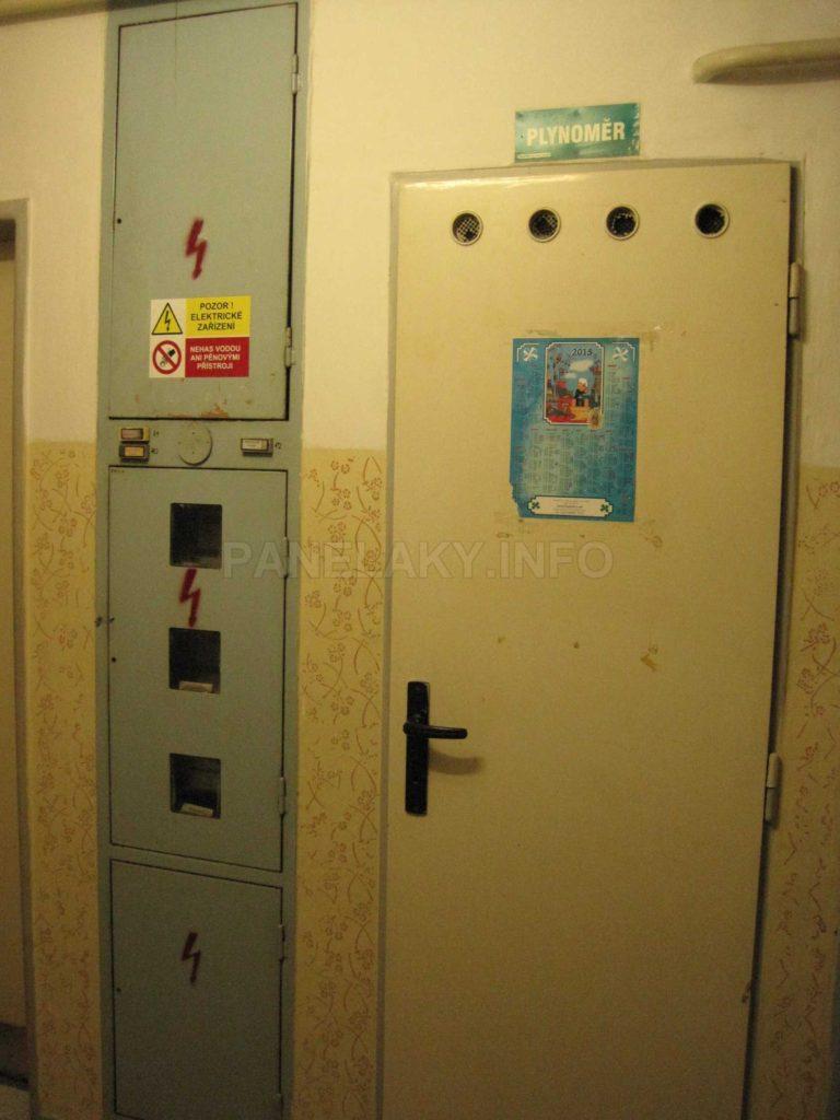 Elektroinstalace a komora s plynoměry