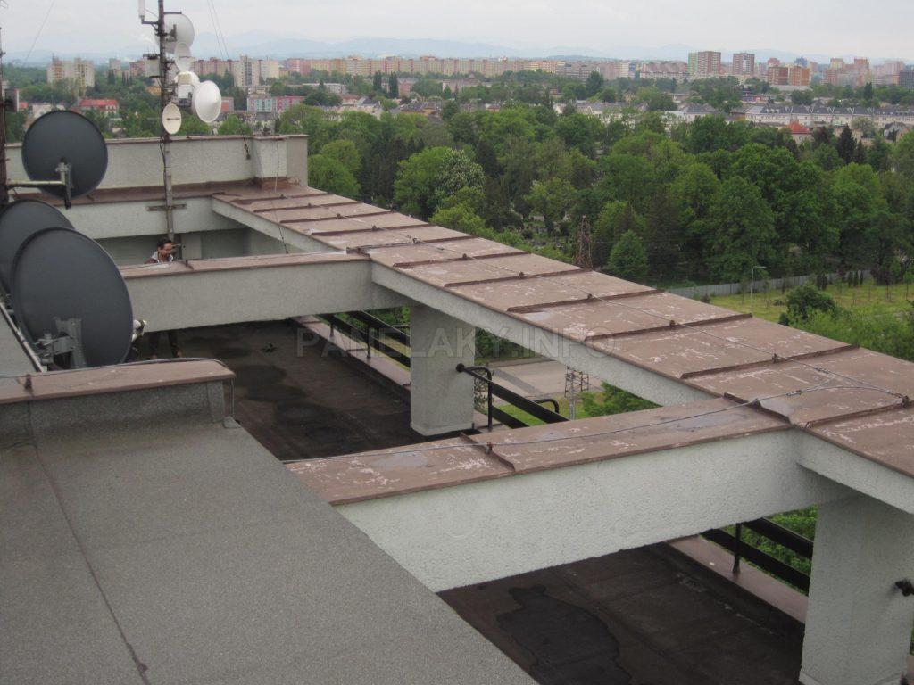 Pohled na terasu ze střechy