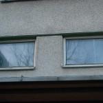 Okna nad vchodem