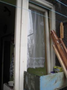Okna se dají z venčí vyfotit i na velmi malých balkónech