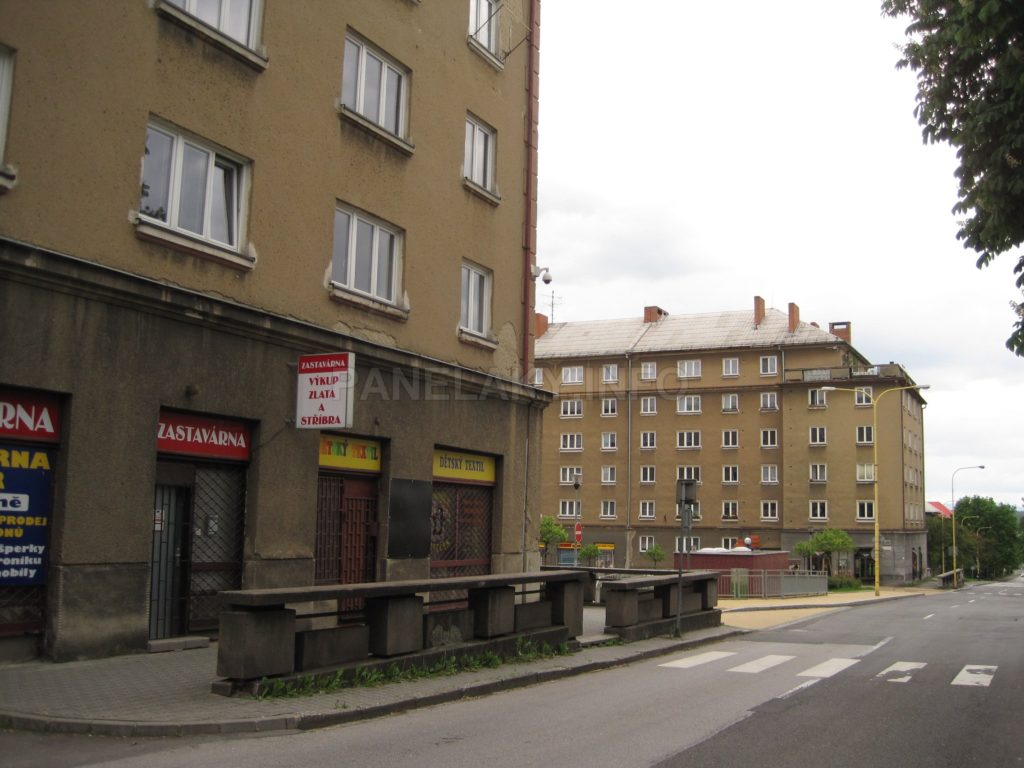 Ještě jednou domy s terasami na náměstí