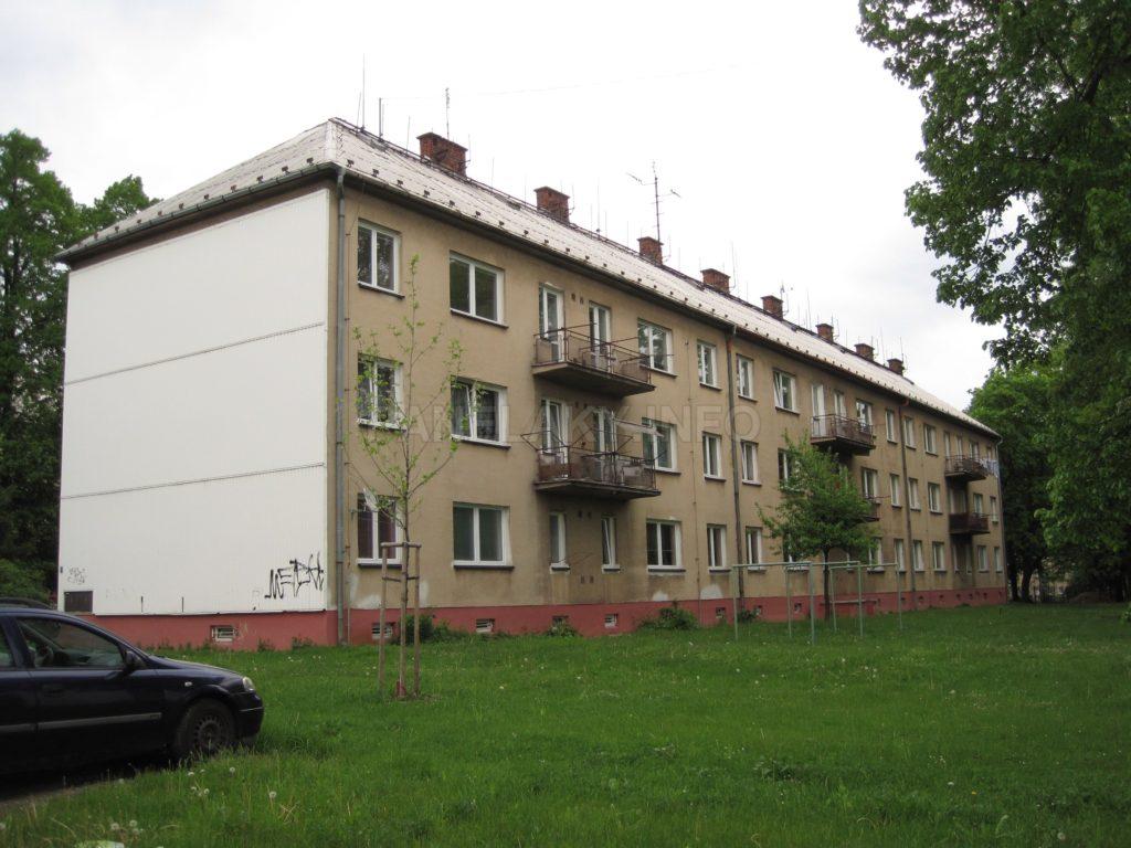 Zadní strana s balkóny