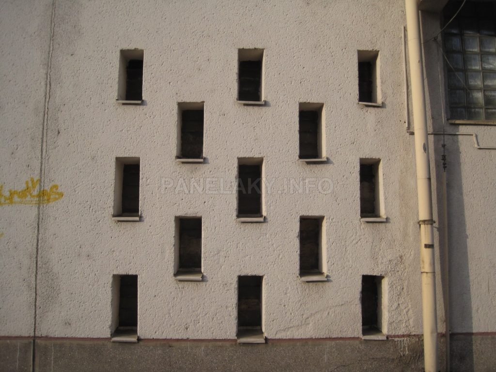 Šachovnicová okénka jsou stále původní