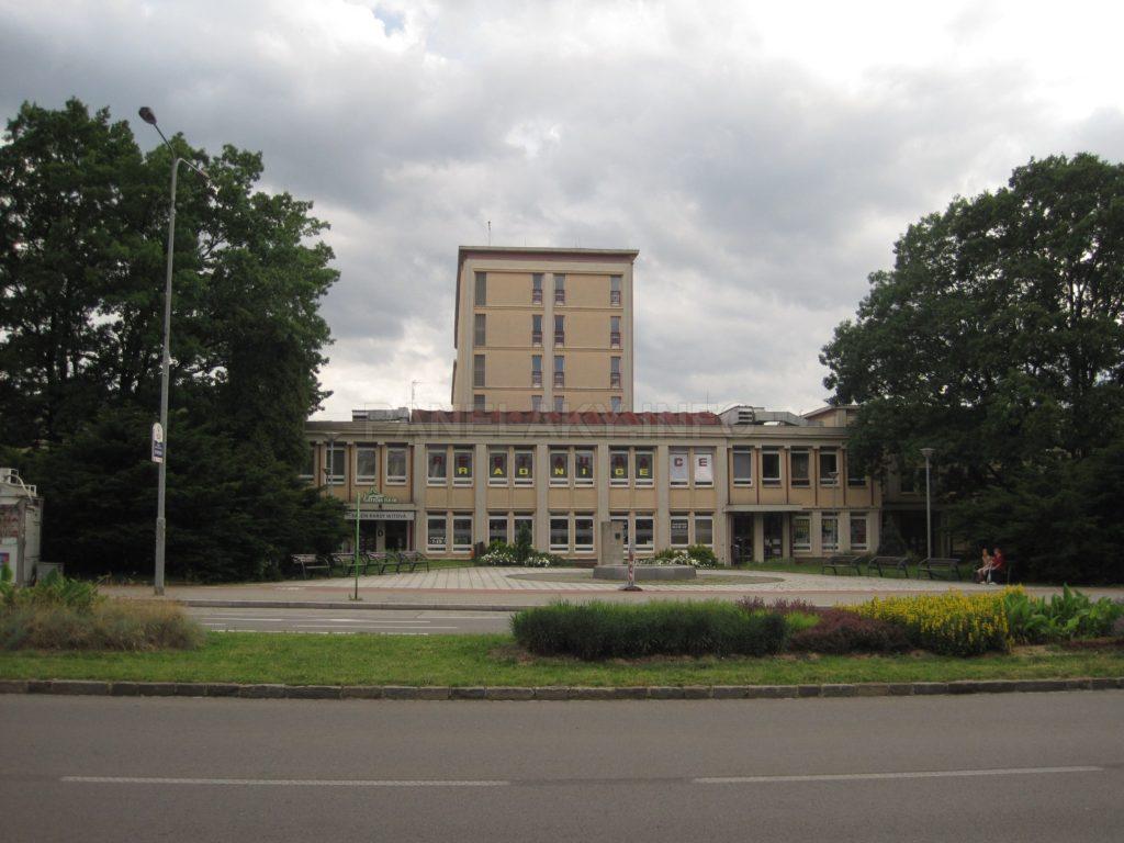 Pohled na Radnici z hlavní ulice