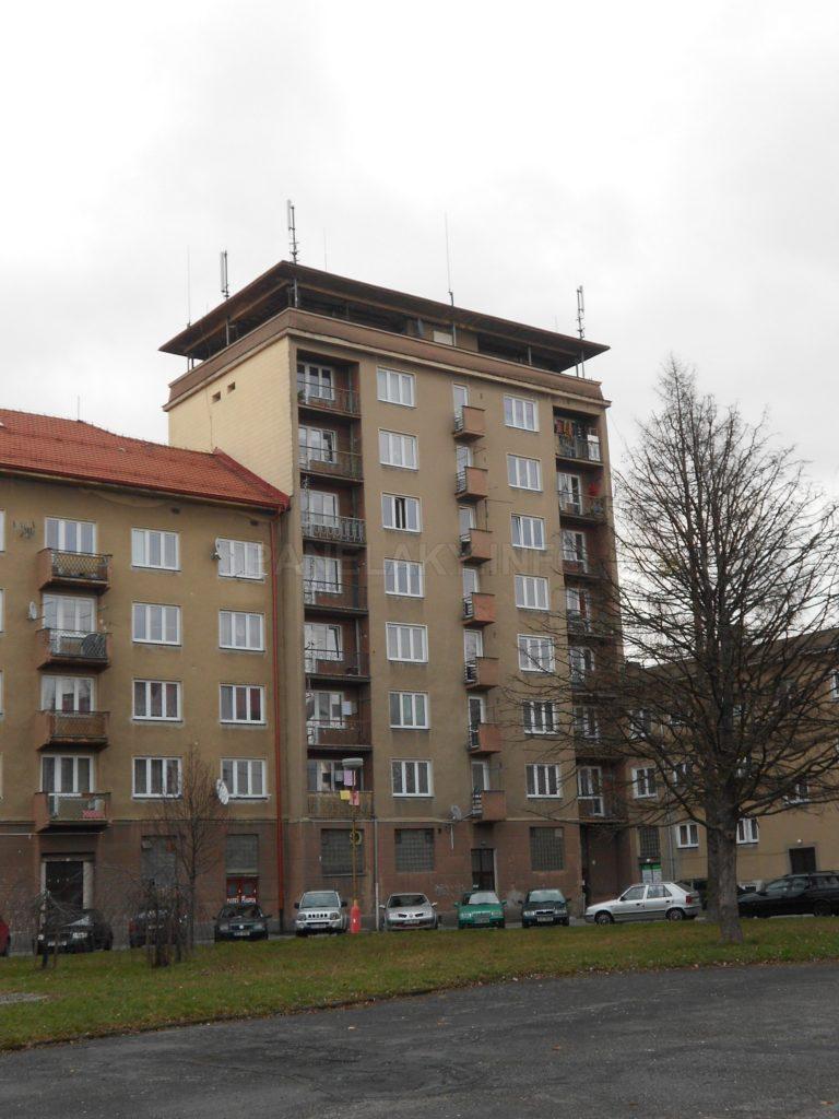 Zadní strana věžového domu