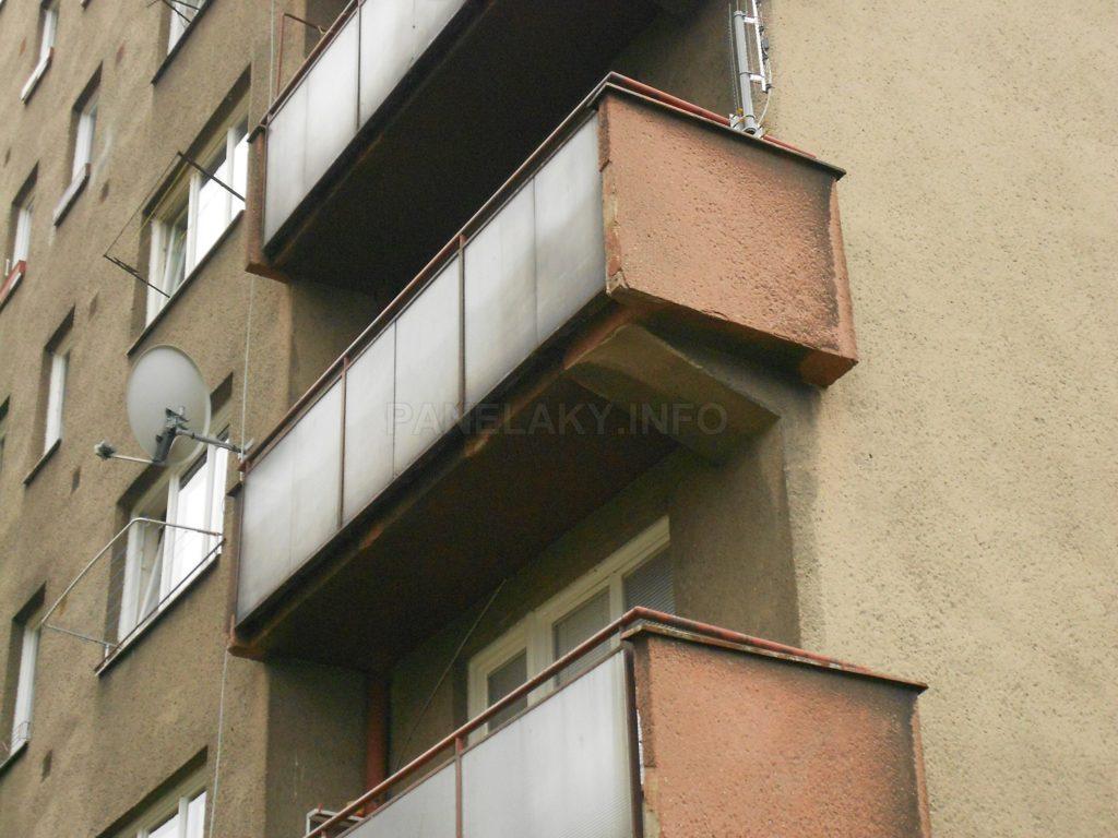 Detail balkónů