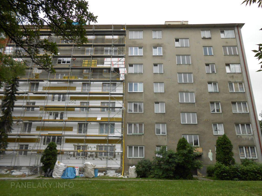 T03B (dům na svažitém terénu, který má z této strany o patro více)