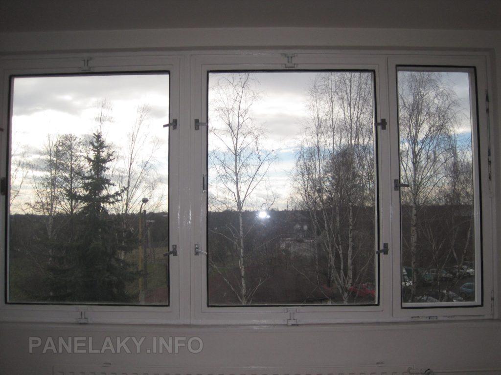 Stejné okno ale s novým nátěrem. Bohužel má přetřené závěsy (panty) - i tak si jej rád přijedu vyfotit.