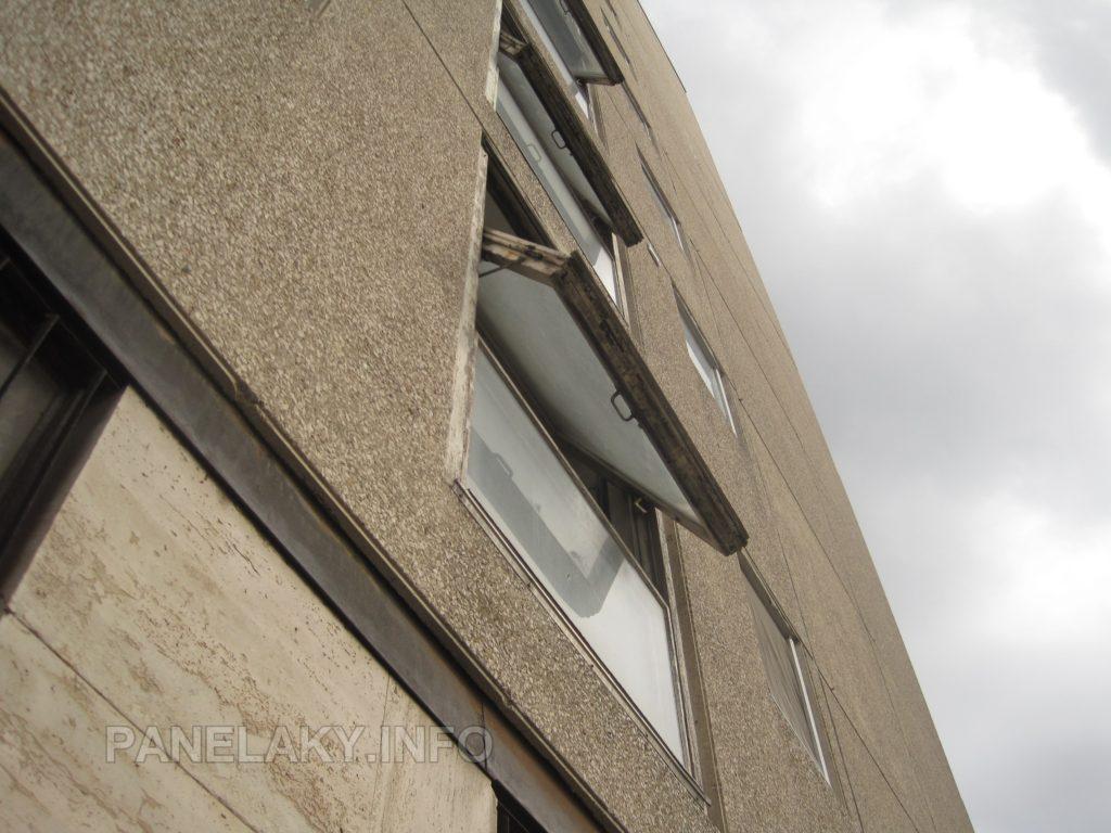 Okna na štítu jsou kyvná