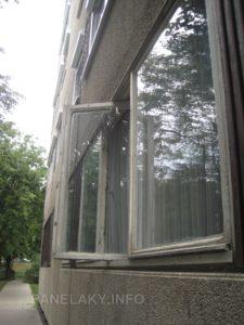 Detail otevřených oken v přízemí