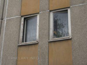 Detail původních oken a svislého členění