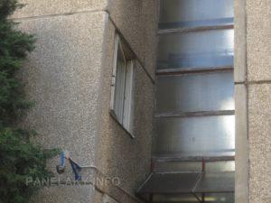 Detail fasády a chodebních oken