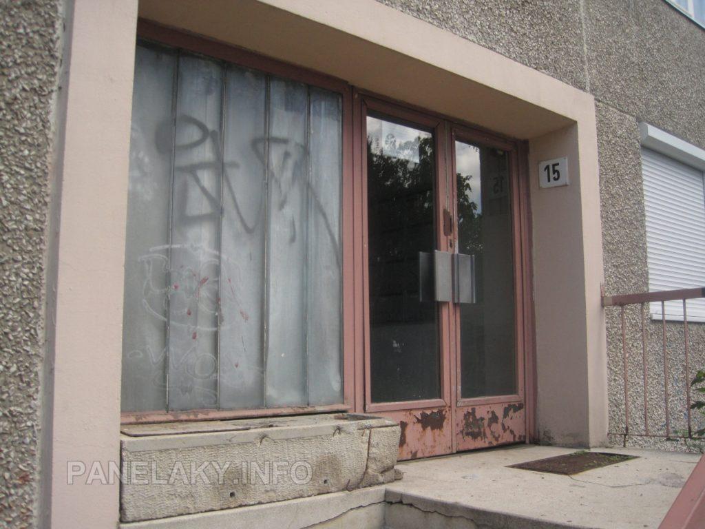 Zadní vchod v původním stavu