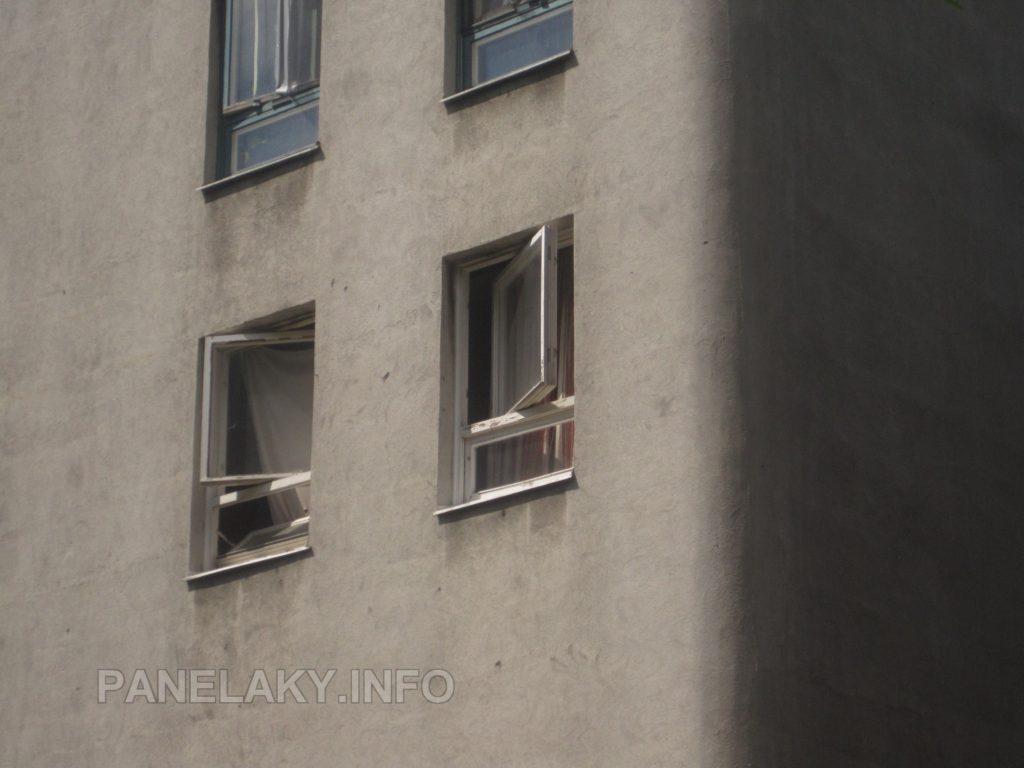 Detail původních oken a zakulaceného rohu