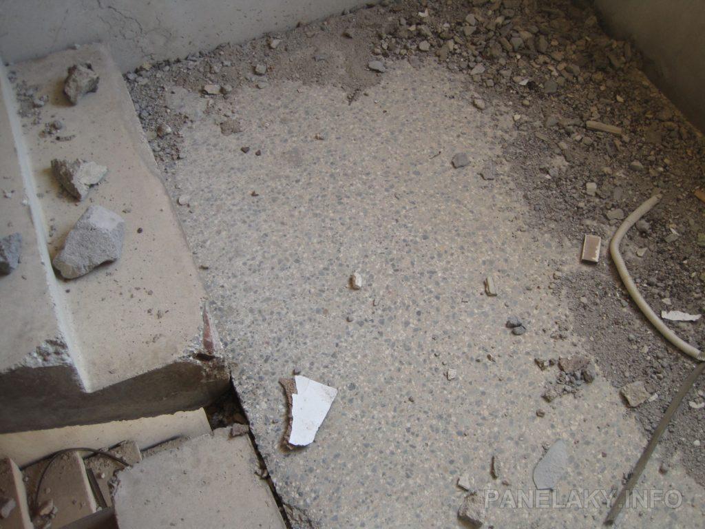 Pod letitým nánosem prachu a sutin se skrývá teraco