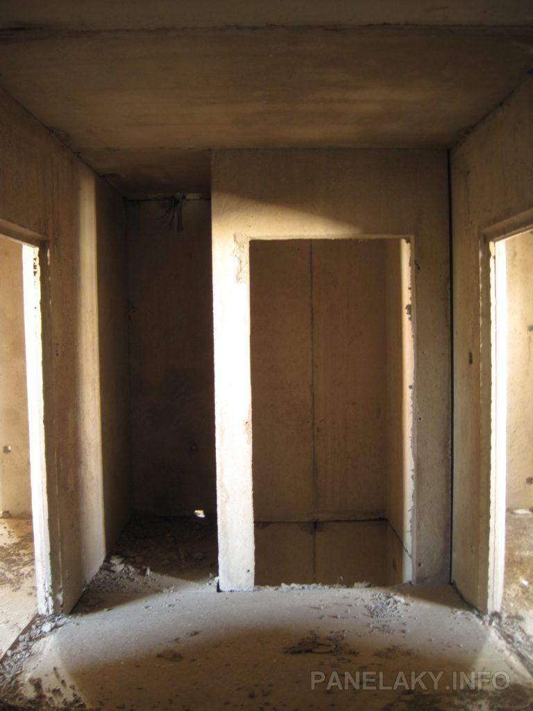 Výtahová šachta je z prostorových prefabrikátů